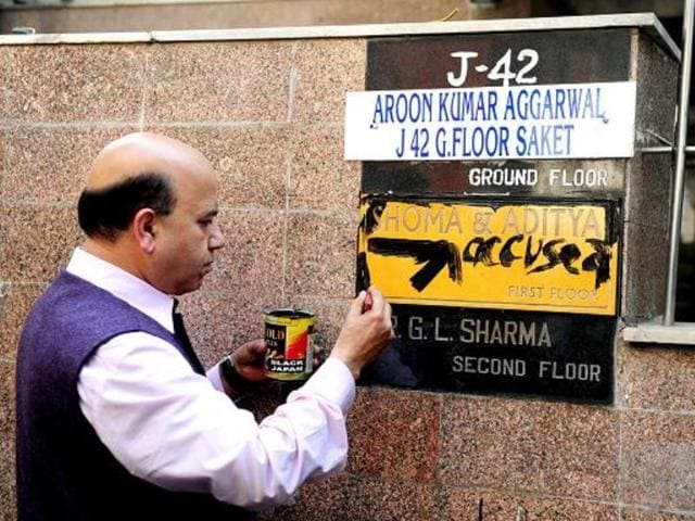 BJP-leader-Vijay-Jolly-writes-accused-on-the-nameplate-at-the-residence-of-former-editor-of-Tehelka-magazine-Shoma-Chaudhury-in-New-Delhi-HT-Photo