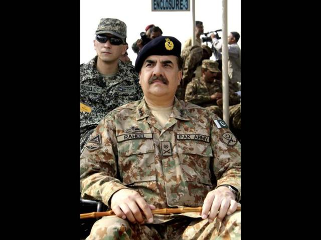Pakistan-s-Lieutenant-General-Raheel-Sharif-attends-a-military-exercise-in-Khairpure-Tamay-Wali-in-Pakistan-s-Bahawalpur-district-Reuters