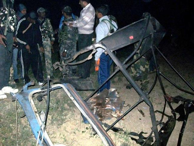 The-remains-of-the-police-vehicle-after-the-blast-triggered-by-Maoists-blast-in--Nabinagar-in-Aurangabad-district-Bihar-HT-photo