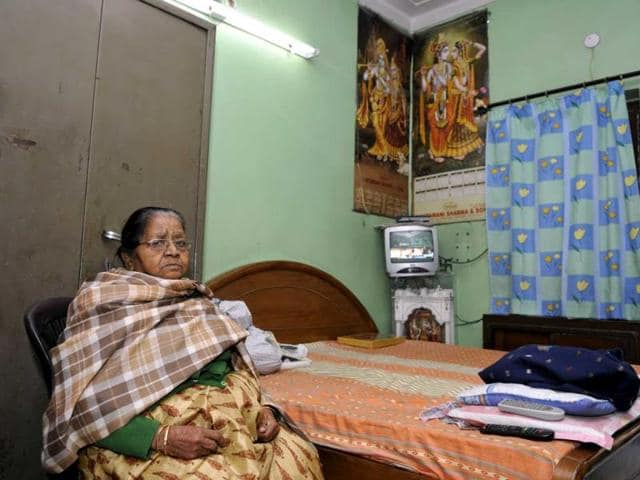 Delhi-BJP-s-CM-candidate-Harsh-Vardhan-s-mother-Sneh-Lata-Goyal-in-her-room-after-casting-her-vote-for-the-Delhi-Assembly-elections-Sonu-Mehta-HT-Photo