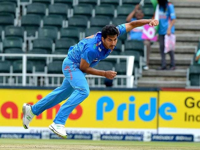 India-s-Mohit-Sharma-delivers-a-ball-to-South-Africa-s-Hashim-Amla-unseen-during-the-ODI-at-Wanderers-Stadium-in-Johannesburg-AFP-Photo