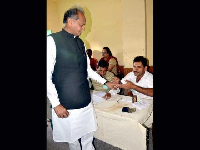 Rajastan chief minister Ashok Ghelot casts his vote in Jodhpur. (PTI)