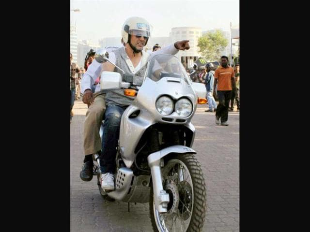 Bollywood-actor-Akshay-Kumar-at-a-campaign-to-spread-awareness-about-road-safety-in-Mumbai-PTI