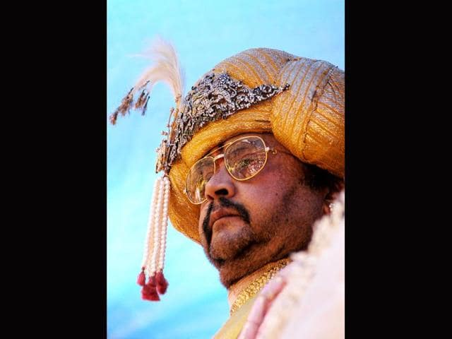 In-this-photograph-taken-on-October-1-2006-the-scion-of-the-Mysore-royal-family-Srikantadatta-Narasimharaja-Wodeyar-watches-an-unseen-procession-at-the-Mysore-Palace-during-Dusshera-in-Mysore-some-140-Kms-from-Bangalore-AFP-photo