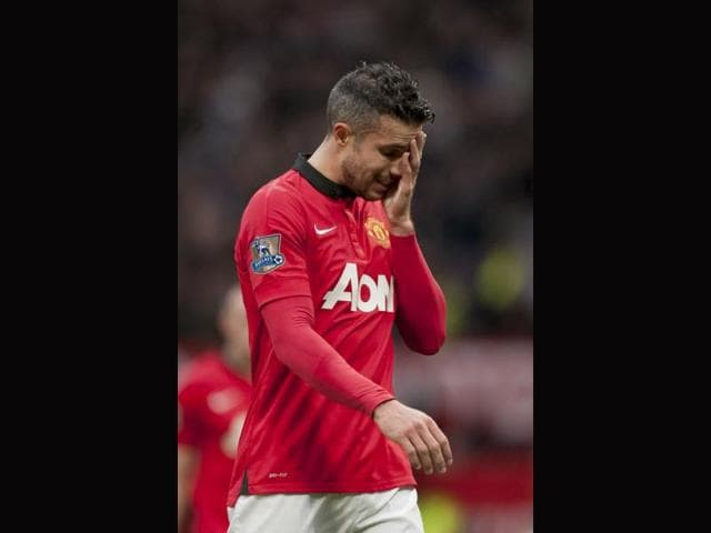 Manchester-United-s-Robin-van-Persie-wipes-his-face-as-he-walks-from-the-pitch-after-his-team-s-1-0-defeat-to-Newcastle-in-their-English-Premier-League-soccer-match-AP-Photo