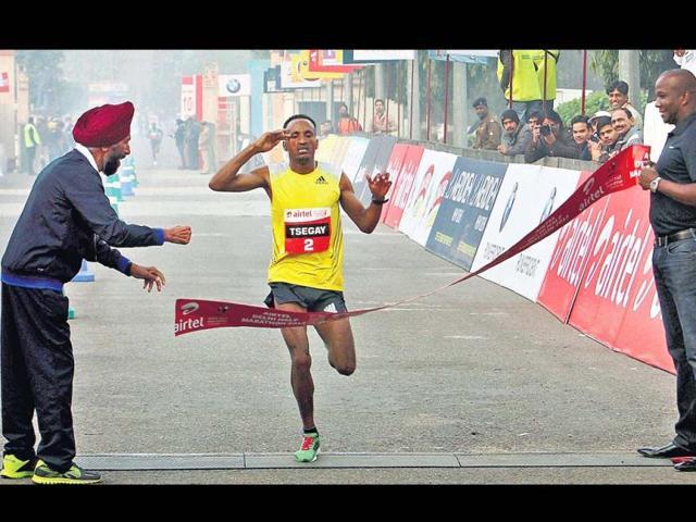 Former-greats-Milkha-Singh-L-and-Donovan-Bailey-R-were-at-the-finish-to-cheer-the-winner-Ethiopia-s-Atsedu-Tsegay-on-Sunday-PTI-Photo