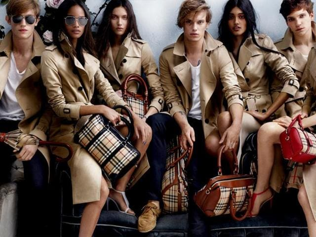 Models-pose-for-new-Burberry-collection