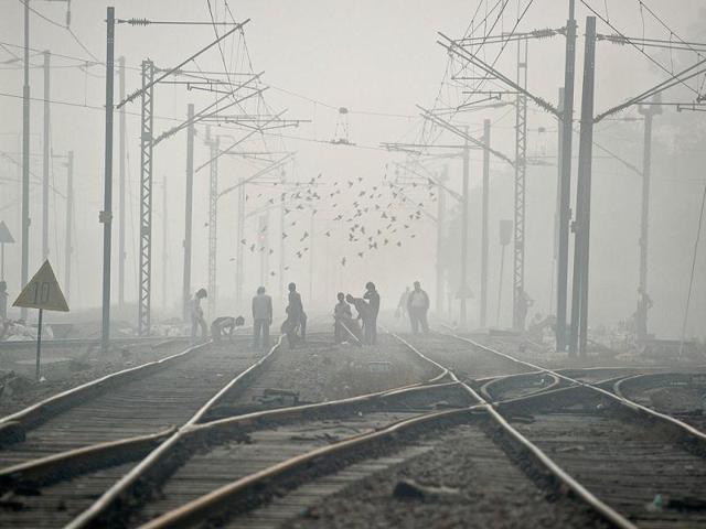 fog in delhi,delhi trains,delhi trains delayed