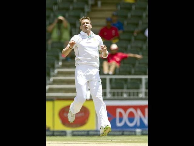 South-Africa-s-Dale-Steyn-cups-his-hand-to-take-the-ball-as-he-prepares-to-start-his-run-to-deliver-the-bowl-during-their-first-day-of-the-second-cricket-test-match-against-Bangladesh-in-Dhaka-Bangladesh-AP-Photo