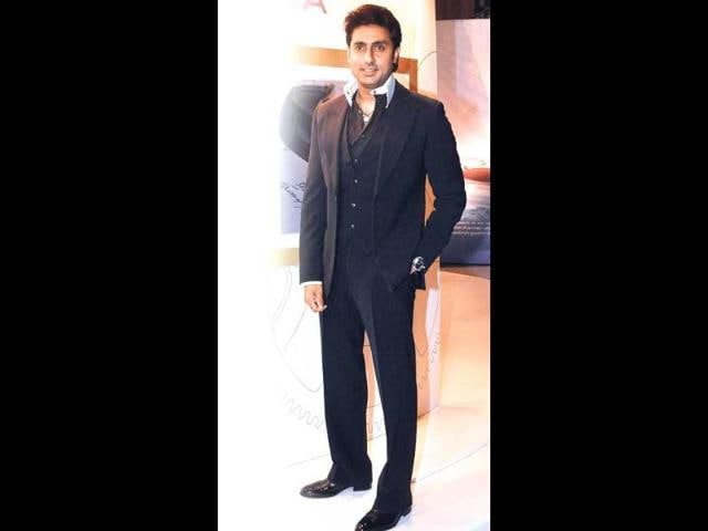 From-Bollywood-biggies-Amitabh-Bachchan-Shah-Rukh-Khan-and-Aamir-Khan-to-master-blaster-Sachin-Tendulkar-it-was-a-big-celeb-gathering-at-a-sporting-event-in-Mumbai-on-Saturday-evening-Actor-Abhishek-Bachchan-was-accompanied-by-wife-and-actor-Aishwarya-Rai-and-mother-Jaya-Bachchan-at-the-starry-kabaddi-match-and-Ash-was-seen-cheering-for-her-hubby-s-team