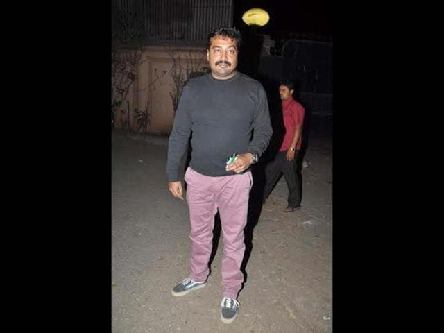Anurag-Kashyap-and-Nawazuddin-Siddiqui-in-the-get-up-of-their-characters-from-Ghoomketu-at-an-event