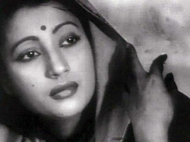 Suchitra Sen slipping in and out of danger