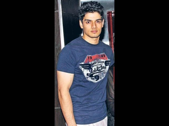 Sooraj-Pancholi-is-set-to-face-the-camera-in-the-Salman-Khan-and-Subhash-Ghai-produced-remake-of-Jackie-Shroff-starrer-Hero
