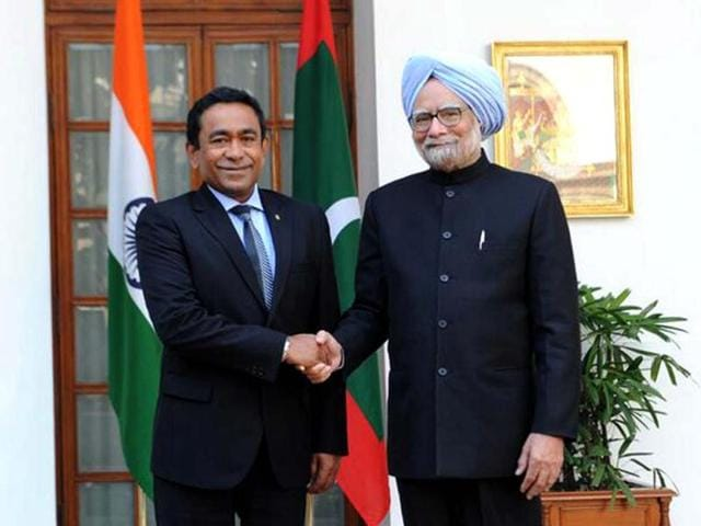 Photo-of-Prime-Minister-Manmohan-Singh-and-Maldives-President-Yameen-Abdul-Gayoom-taken-from-the-PMO-s-Twitter-feed
