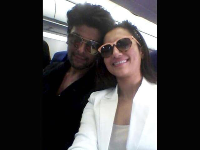 Kushal wishes Gauahar on her birthday with roses