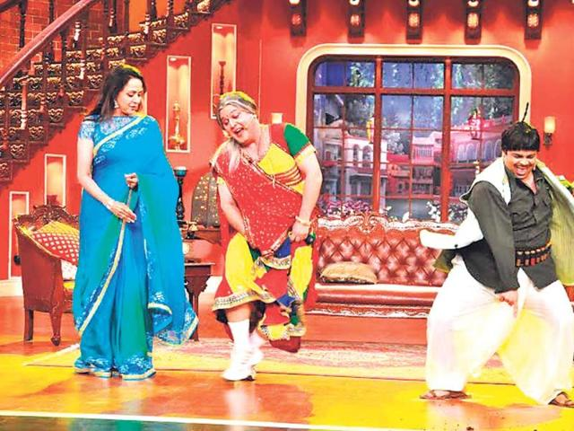 Hema-Malini-on-the-sets-of-Comedy-Nights-with-Kapil