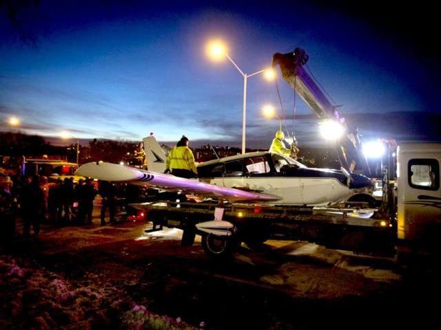 New York plane incident,New York highway plane Danbury Municipal Airport,US plane emergency landing