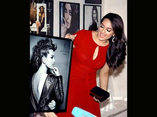 Sonakshi-Sinha-also-made-it-to-the-do