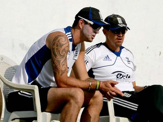 England-cricketer-Kevin-Pietersen-L-speaks-with-coach-Andy-Flower-during-practice-AFP-Photo