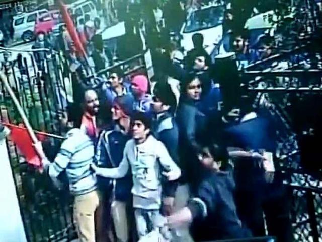 AAP office attacked over Bhushan's Kashmir remark
