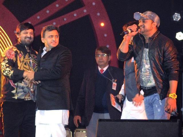 UP-CM-Akhilesh-Yadav-with-music-composers-Sajid-and-Wajid-at-Saifai-Mahotsav-in-Etawah-district-PTI-photo