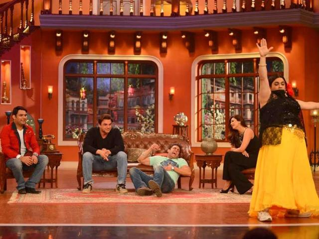 Salman Khan rolls on the floor laughing when Palak performed on the sets of Comedy Nights with Kapil.