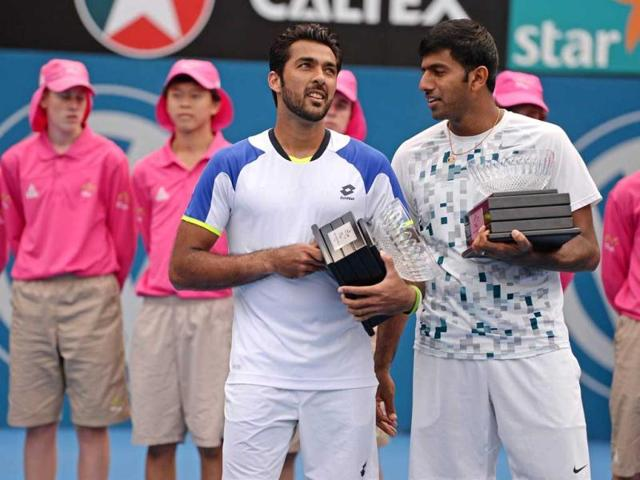 Aisam-Ul-Haq-Qureshi-from-Pakistan-L-and-Rohan-Bopanna-from-India-R-hold-their-runner-up-trophies-after-losing-their-doubles-finals-match-at-the-APIA-Sydney-International-tennis-tournament-AFP-Photo