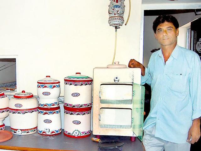 Mansukhbhai Prajapati,Mitticool,'desi gadget'