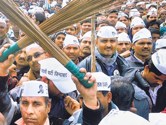 AAP calls volunteers to Delhi for training