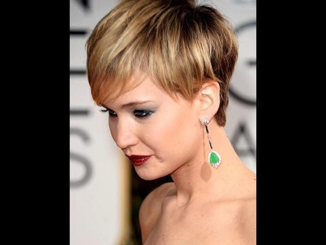 Jennifer Lawrence's green earrings stood out against her pale-coloured dress.