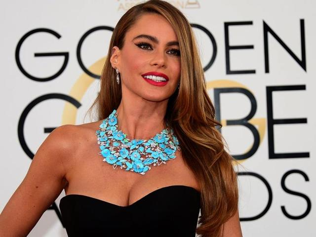 Red was the favoured colour when it came to dresses on the red carpet at Gloden Globe Awards on Sunday. But there were also some accessories to die for - retro clutches, glitzy footwear, big earrings and understated necklaces. Sofia Vergara was an exception to this rule in the Lorraine Schwartz turquoise collar.