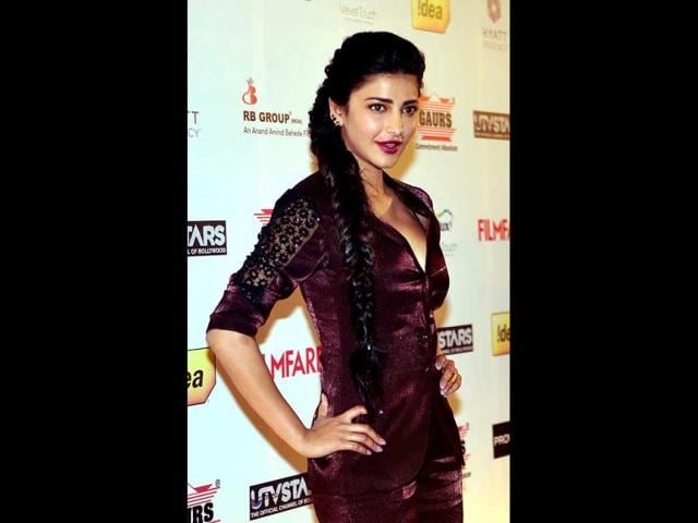 Shruti-Haasan-excited-about-being-paired-opposite-superstar-Vijay-Photo-Courtesy-Twitter-shrutihaasan