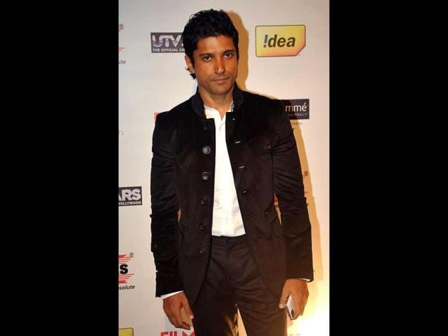 Farhan-Akhtar-as-a-rickshaw-puller-in-Coco-Cola-ad