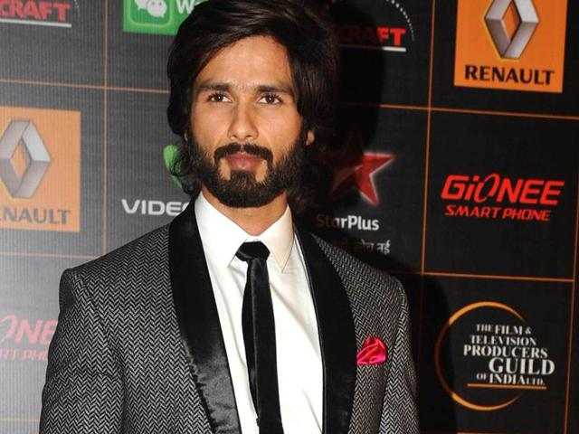 Shahid-Kapoor-poses-for-shutterbugs-AFP