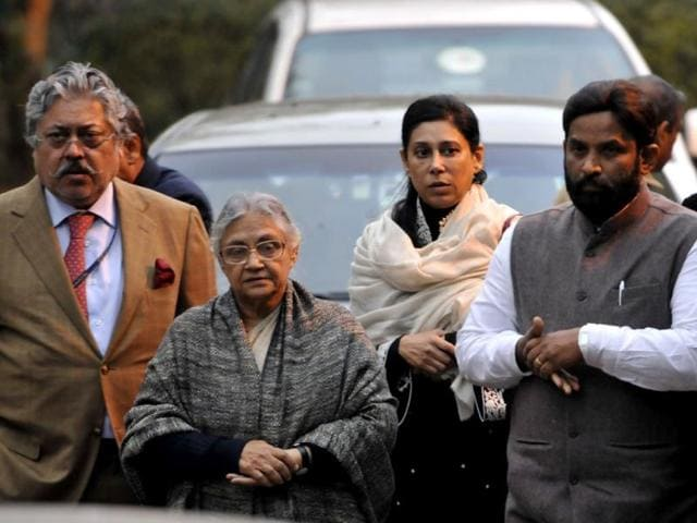 Congress leader and former CM of Delhi Sheila Dikshit with the relatives and family members of Shashi Tharoor and his wife Sunanda Pushkar at his residence in New Delhi. (Sushil Kumar/HT)