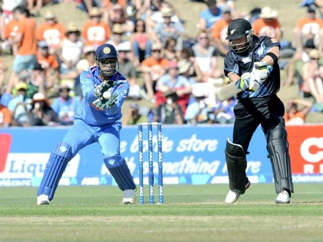MS Dhoni (L) takes the catch to dismiss New Zealand