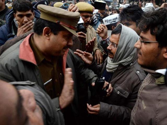 Arvind Kejriwal,delhi chief minister,Delhi Police officials