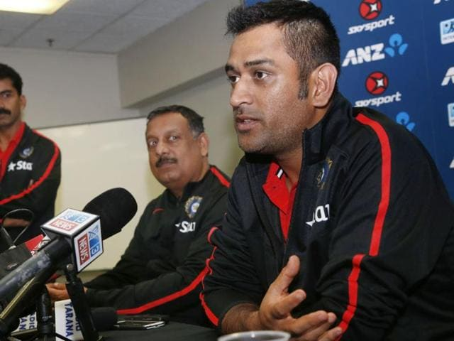Captain-Mahendra-Singh-Dhoni-R-attends-a-press-conference-in-New-Zealand-AFP-Photo