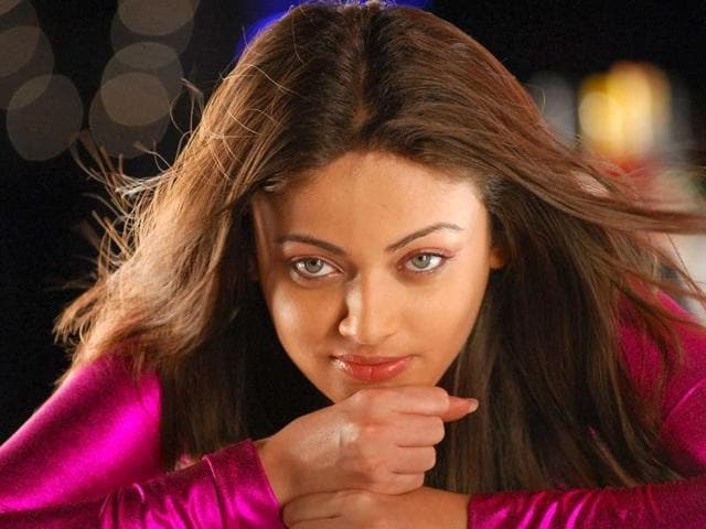 Sneha-made-news-for-her-striking-resemblance-to-Salman-s-ex-flame-Aishwarya-Rai-Bachchan-when-she-debuted-opposite-him-in-Lucky-No-Time-For-Love-2005-Not-only-did-she-get-negative-reviews-for-her-acting-skills-the-movie-also-tanked-at-the-box-office-She-then-appeared-with-Sallu-s-brother-Sohail-in-Aryan-that-too-flopped-Sneha-has-since-then-moved-on-to-acting-in-south-Indian-films