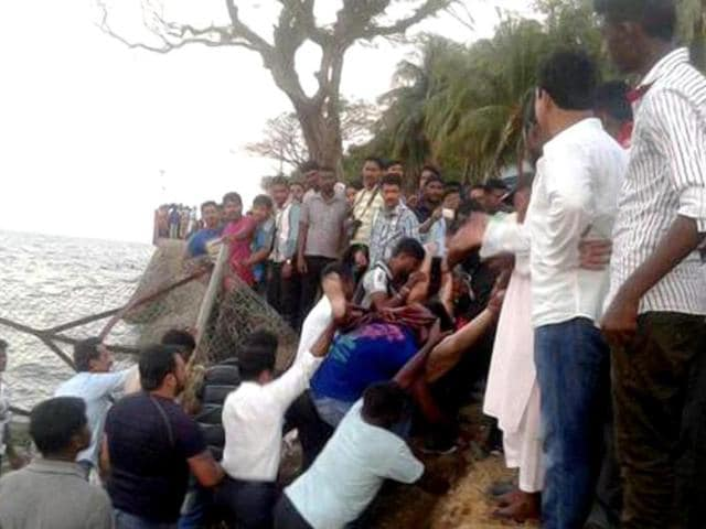 boat capsizes,many feared dead,Port Blair