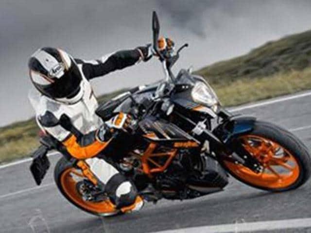KTM offers 390 Duke in black color scheme,Duke,390 Duke