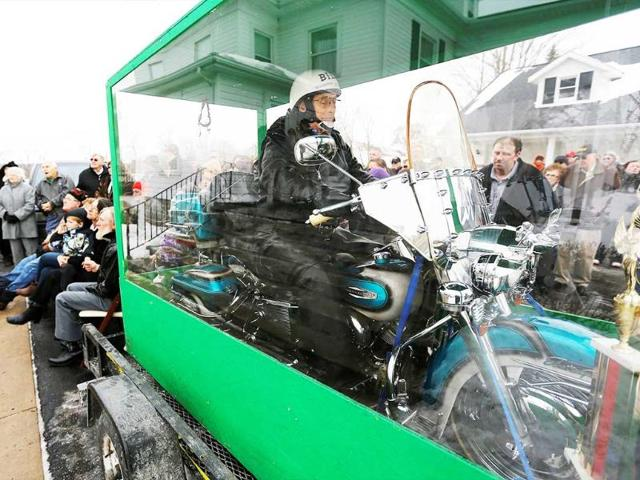 The-body-of-Bill-Standley-secured-to-his-1967-Harley-Davidson-rests-inside-a-plexiglass-box-during-his-funeral-service-in-Mechanicsburg-Ohio-AP-Photo