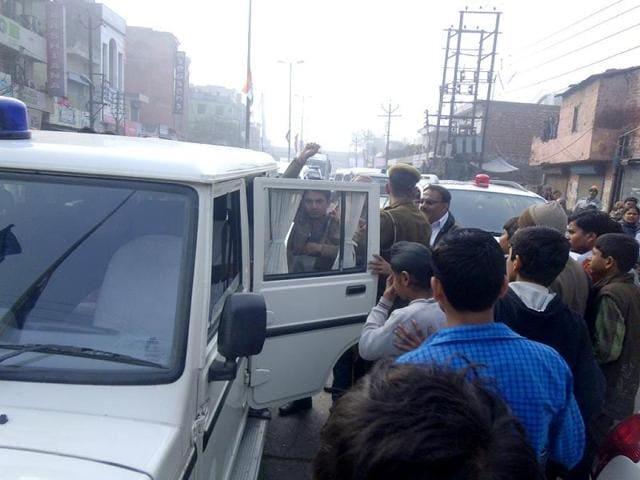 Haryana chief minister Bhupinder Singh Hooda,Hooda slapped,Congress