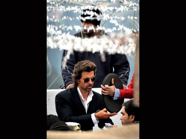 Hrithik ignores doctor's advice, undertakes long road journey for Bang Bang