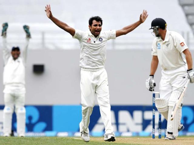 Mohammed Shami (C) appeals unsuccessfully for the wicket of New Zealand