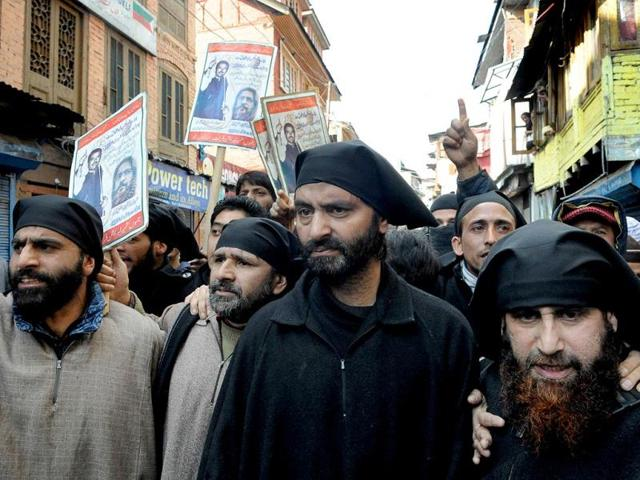 Chairman-of-Jammu-and-Kashmir-Liberation-Front-Yasin-Malik-accompanied-by-supporters-wears-a-black-bandana-to-defy-curfew-and-demand-the-return-of-the-remains-of-two-Kashmiris-hanged-and-buried-in-a-Delhi-jail-in-Srinagar-AFP-Photo