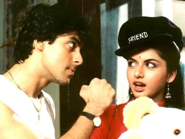 Bollywood-has-turned-us-into-romantic-schmucks-We-bring-you-the-worst-of-the-lot-Text-by-Shaoli-RudraDosti-ka-ek-oosul-hai-madam-no-sorry-no-thank-you-Maine-Pyaar-Kiya-1989-Step-1-Facepalm-Step-2-Oh-sorry-bhaiyya-Aage-se-yaad-rakhoongi-Thank-you