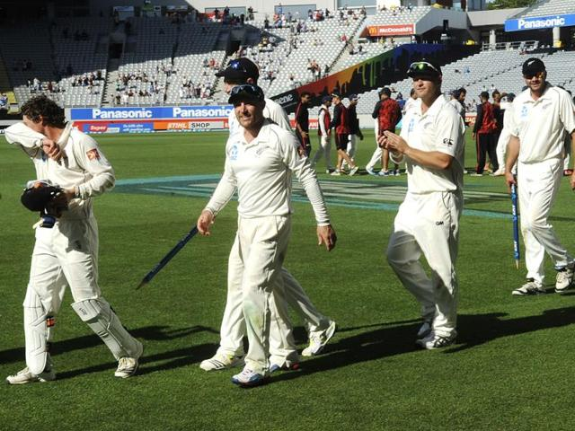 Brendon McCullum (C) walks with his team after their 40 run defeat of India on the fourth day of the first Test at Eden Park in Auckland. (AP Photo)