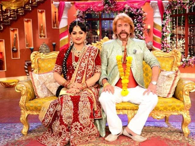 Upasana-Singh-and-Razzak-Khan-play-along-uring-their-marriage-on-Comedy-Nights-with-Kapil
