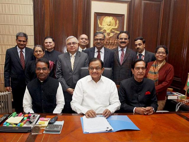 Finance-minister-P-Chidambaram-along-with-MoS-for-finance-Namo-Narain-Meena-JD-Seelam-and-others-give-final-touches-to-the-interim-budget-before-its-presentation-in-Lok-Sabha-PTI-Photo